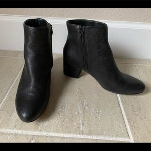 Banana Republic Leather Ankle Boot 7.5
